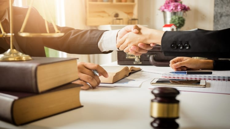 Tips to Negotiate an Injury Claim Settlement with an Insurer