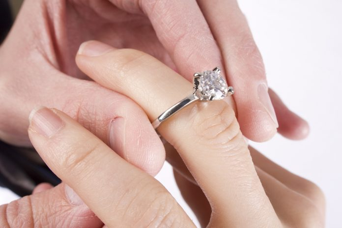 5 Buying Tips for Buying Silver Engagement Rings